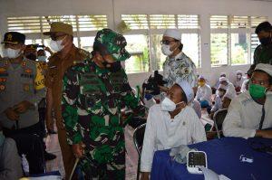 Tiba di Mandailing Natal, Pangdam I/BB dan Kapoldasu Tinjau Vaksinasi Massal