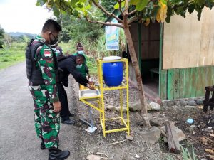 Satgas Yonif 512/QY Jadi Motivator Pendisiplinan Prokes Covid-19 Di Ujung Timur Indonesia.