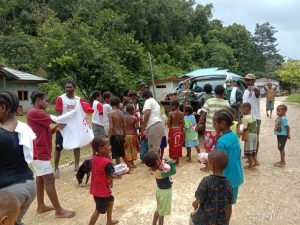 Kodim Maybrat Beri Bantuan Pengungsi Distrik Aifat