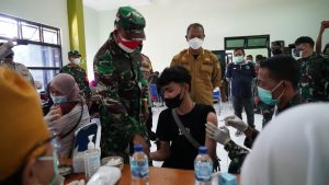 Korem 061/SK Gelar Serbuan Vaksinasi Kawasan Wisata Puncak Antisipasi Penularan Covid-19