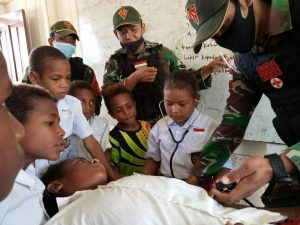 Satgas Yonif 131 Ajarkan Pentingnya Kesehatan Kepada Siswa di Papua