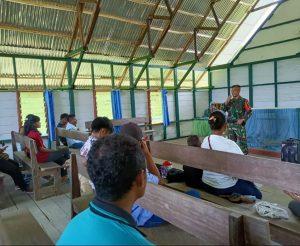 Cegah Penyebaran Covid-19, Satgas Yonmek 403/WP Gelar Sosialisasi dan Bagikan Masker di Papua