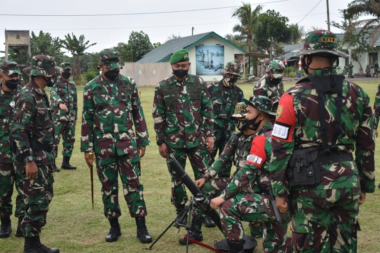 Dalwasev Binsat TA 2021, Danpussenif Kodiklatad Letjen TNI Arif Rahman Mengunjungi Yonif 143/TWEJ