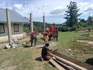 Satgas Yonif 131/Brs Bersama Masyarakat Bangun Gereja Di Perbatasan RI-PNG