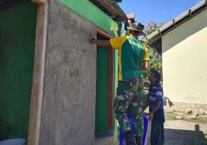 Keterbatasan Fasilitas Sanitasi, Satgas Pamtas Yonarmed 6/3 Kostrad Bangun MCK di Perbatasan