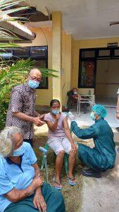 Jemput Bola, Kodim Badung Gelar Vaksinasi Bagi Para Lansia