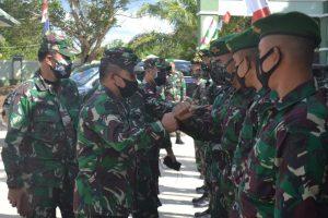 Satgas Pamtas Yonif Mekanis 643/Wns Menerima Kunjungan Wadanpussenif Kodiklatad di Perbatasan.