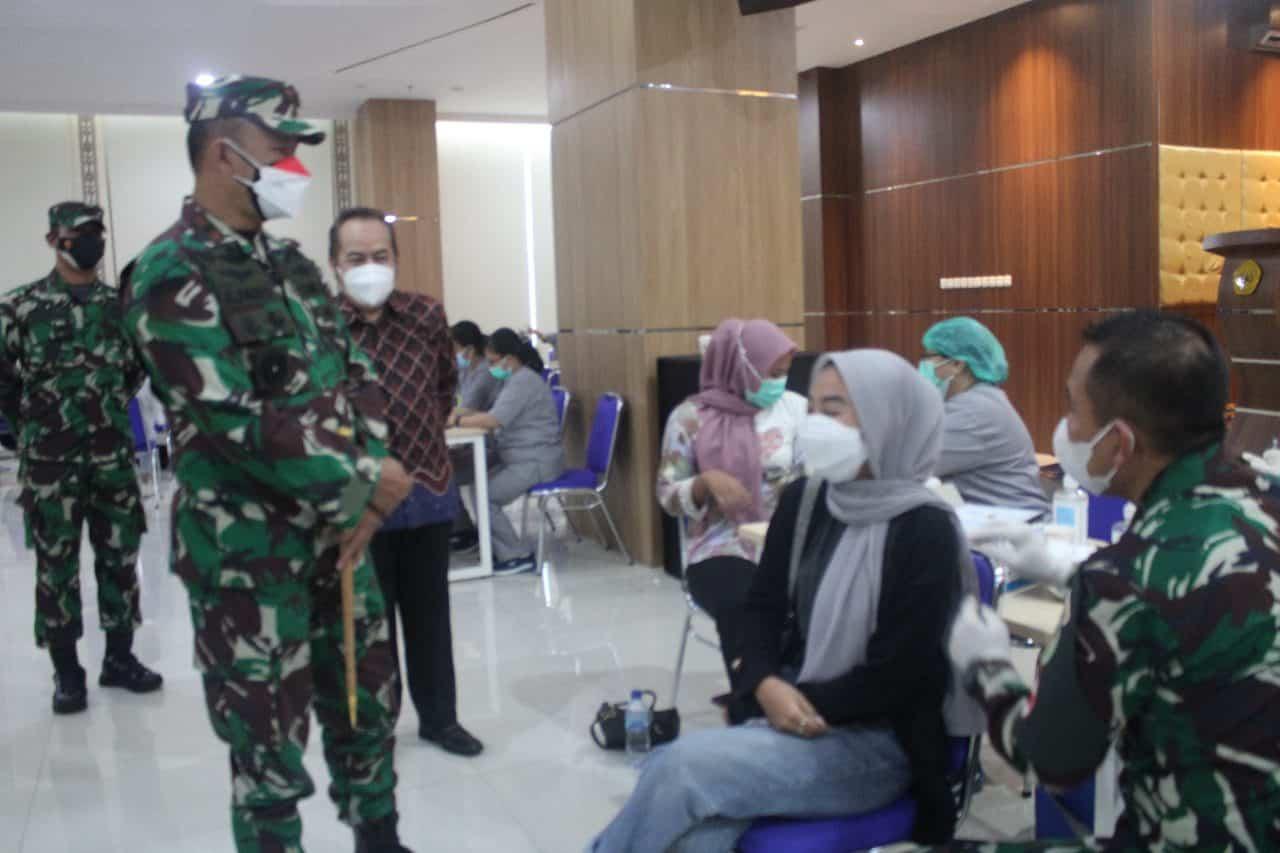 Danrem 061/SK Datangi Universitas Pakuan Bogor, Tinjau Vaksinasi Mahasiswa