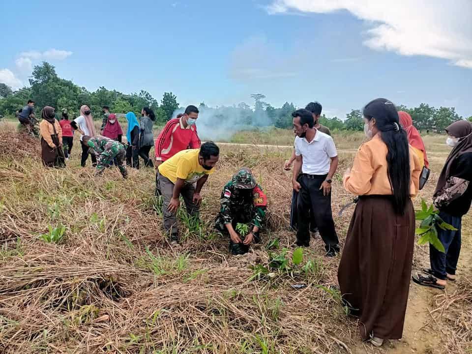 Tanamkan Peduli Lingkungan Sejak Dini, Satgas Pamtas Yonif Mekanis 643/Wns Ajarkan Program Green School di Sekolah