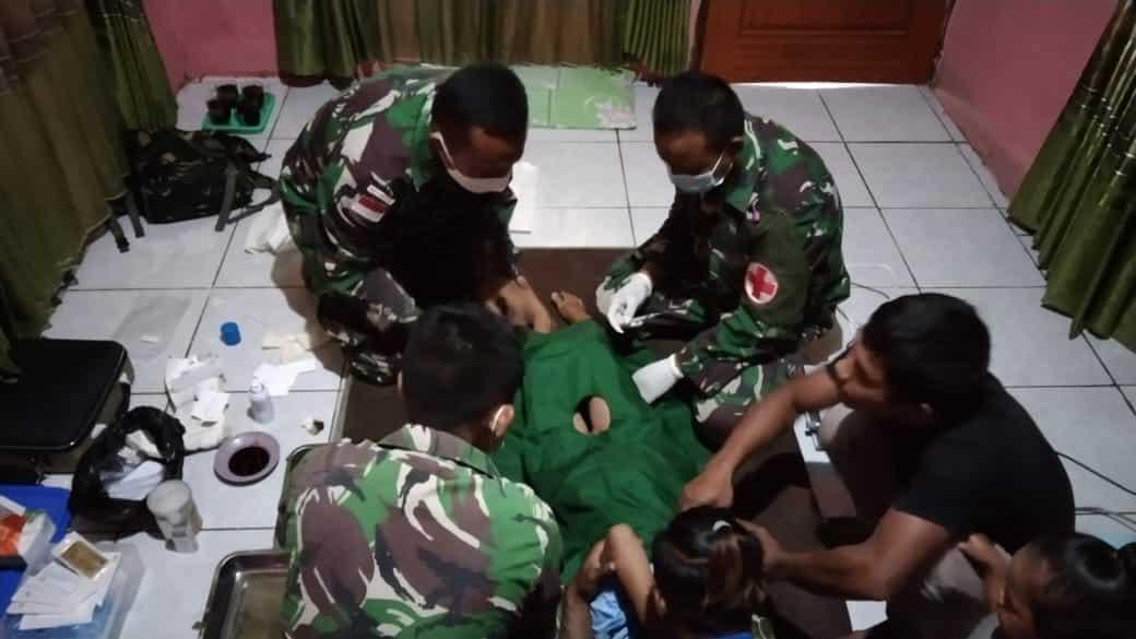 Satgas Yonmek 403 Beri Layanan Sunat Gratis di Papua