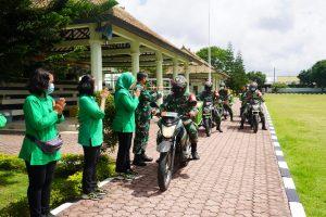 Melalui Babinsa, Persit KCK Korem 163/Wira Satya Gelar Aksi Peduli Warga Terdampak Covid-19