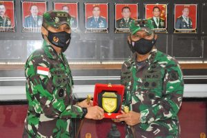 Dikunjungi Pangdam VI/Mulawarman, Pangdam XVII/Cenderawasih Berharap Satgas TNI Yang Bertugas Bantu Pengamanan PON XX/2021 Papua