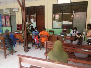 Satgas Yonif 131/Brs Bersama Instansi Terkait Gelar Serbuan Vaksinasi Covid-19 di Papua