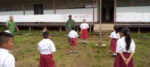 Cerdaskan anak Bangsa, Personel Satgas Yonif 144/JY Jadi Gadik Di Perbatasan
