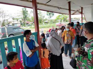 Satgas Yonmek 403 Gelar Serbuan Vaksinasi di Kampung Senggi