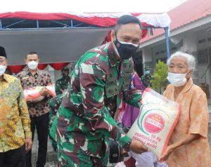 Sambut HUT TNI Ke-76, Korem 162/WB Berikan Bantuan Sembako dan Keramik Untuk Panti Asuhan Yayasan Nurul Hidayah Lombok Tengah