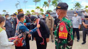 Sinergitas Satgas Yonif 144/JY Dengan Bupati dan Aparat Pemerintah Badau Di Perbatasan