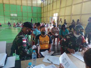 Sinergitas Satgas Yonif 144/JY Gelar Vaksinasi Covid-19 Bersama Polri dan Aparat Desa Perbatasan RI-Malaysia