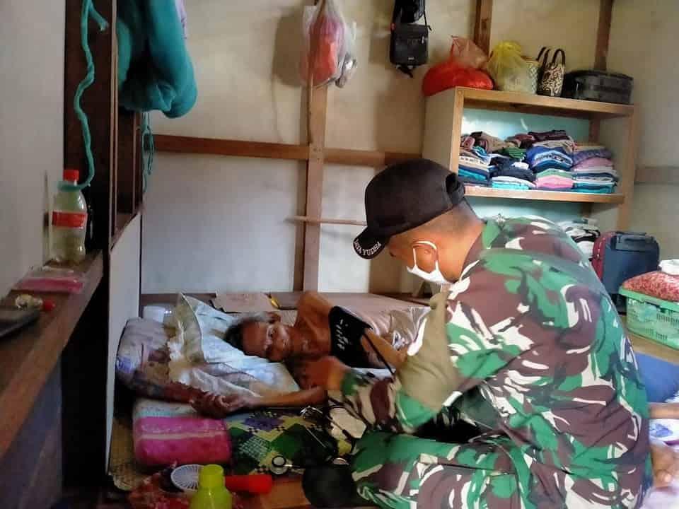 Peduli Kesehatan, Serda Toni Indriyono Berikan Layanan Pengobatan Gratis Door to Door