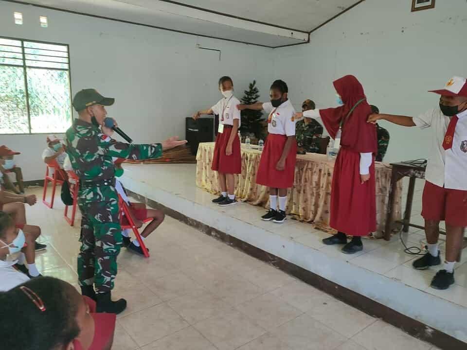 Satgas Yonif 131 Ajarkan Nilai luhur Pancasila Kepada Siswa SD di Papua