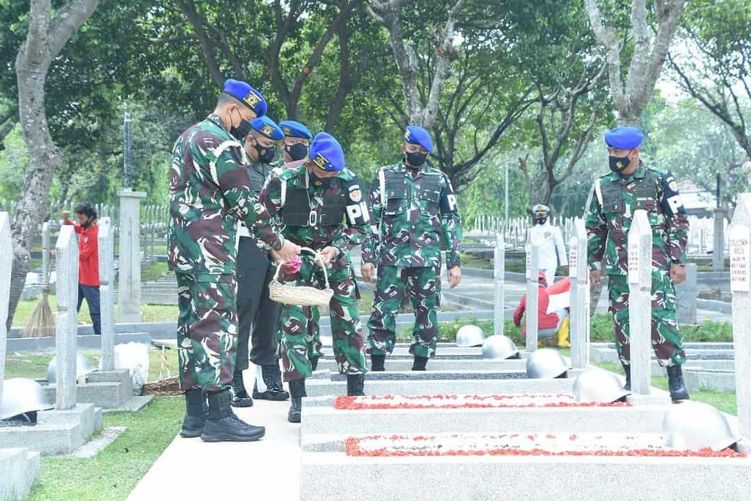 Jelang HUT ke-76 TNI, Puspomad Ziarah ke TMPN Kalibata