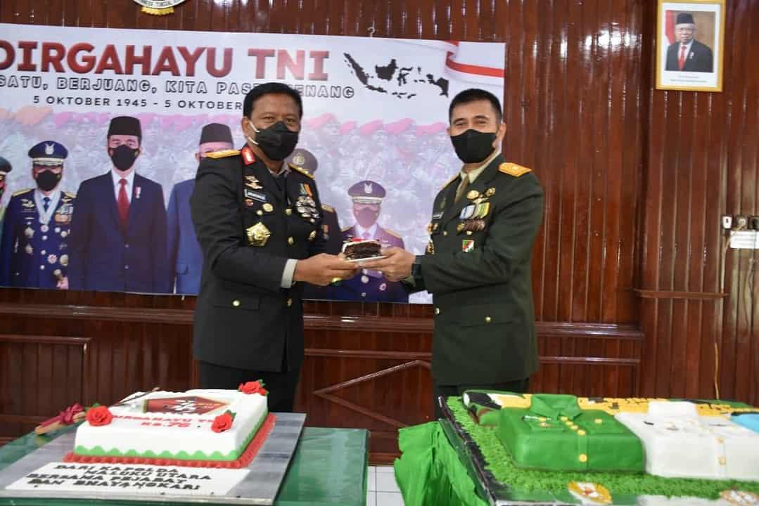 Danrem dan Personel Korem 152/Baabullah Ikuti Upacara Peringatan HUT Ke – 76 TNI Secara Virtual