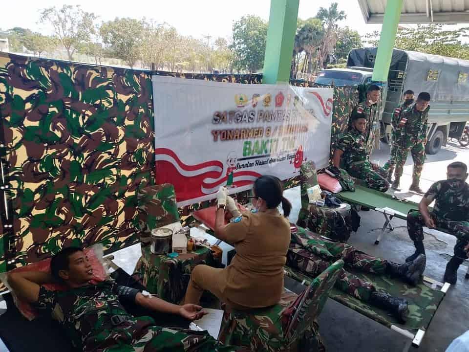Sambut HUT TNI ke-76 Satgas Yonarmed 6/3 Kostrad Gelar Donor Darah di Perbatasan