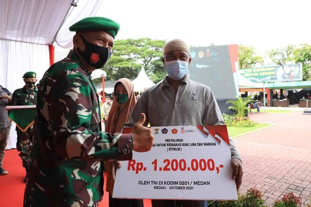Kodam I/BB Salurkan Program Bantuan Tunai Untuk Pedagang Kaki Lima dan Warung