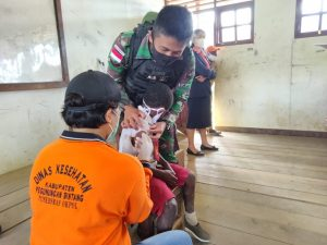 Satgas Yonmek 403 Gelar Imunisasi Bagi Siswa SD Perbatasan RI-PNG