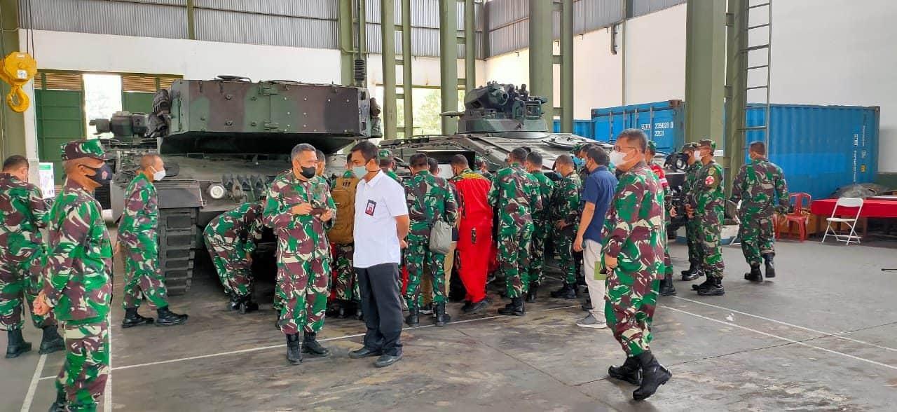 Dislitbangad Uji Coba Prototipe Alat Pembuka Pad Shoe Tank Leopard