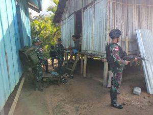 Satgas Yonmek 403 Bantu Sembako di Kampung Perbatasan RI-PNG
