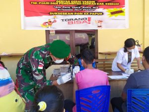 Satgas Yonmek 403 Dukung Program Pemerintah Gebyar Gerai Vaksin di Papua
