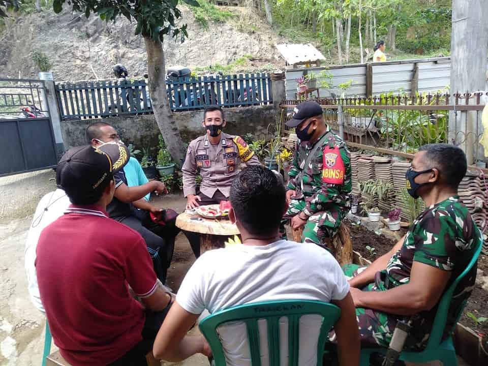 Kunjungi Warga, Babinsa Tamekan Imbau Prokes Covid-19