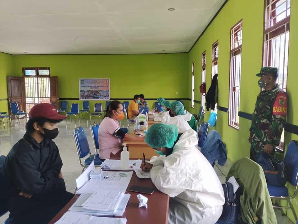 Aparat TNI Pastikan Pelaksanaan Vaksinasi Covid 19 Tahap I dan II Tertib dan Kondusif