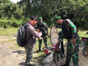 Cegah Terjadinya Tindakan Iilegal, Satgas Pamtas Yonif Mekanis 643/Wns Lakukan Kegiatan Sweeping di Wilayah Perbatasan