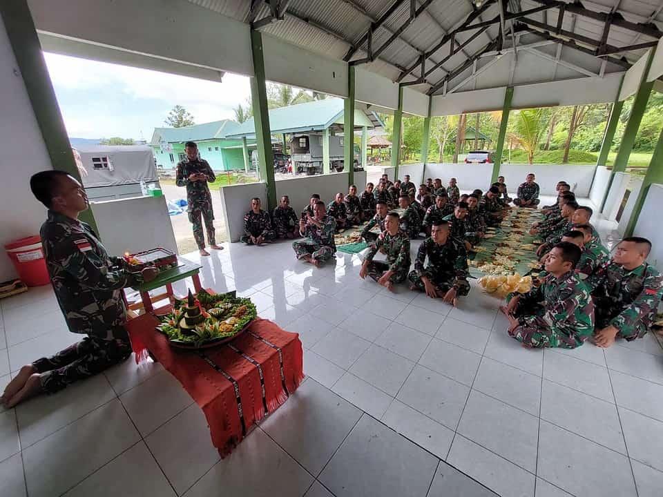 Rayakan Hari Jadi, Satgas Yonif 734 Gelar Syukuran di Daerah Penugasan