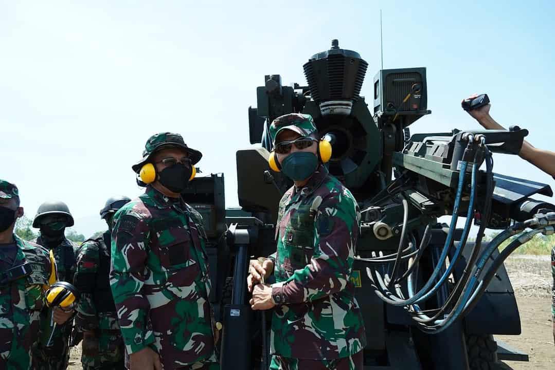 Pangdivif 2 Kostrad Tinjau Latbakjatratnis Satuan Armed di Puslatpur Marinir Situbondo