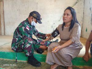 Anggota Satgas Yonif 144/JY Bersama Tenaga Medis Puskemas Gelar Posyandu di Perbatasan