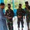Satgas Yonif 144/JY Bagikan Masker dan Beri Bantuan Al-Qur'an di Perbatasan
