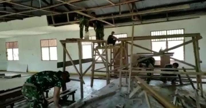 Satgas Yonif 512/QY Renovasi Tempat Ibadah Di Perbatasan RI-PNG