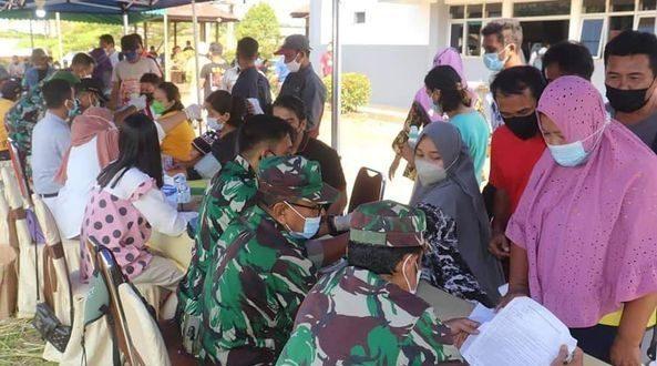 Kodim 1206/PSB Laksanakan Serbuan Vaksinasi Dosis Ke-2 di Sinarmas Region Semitau