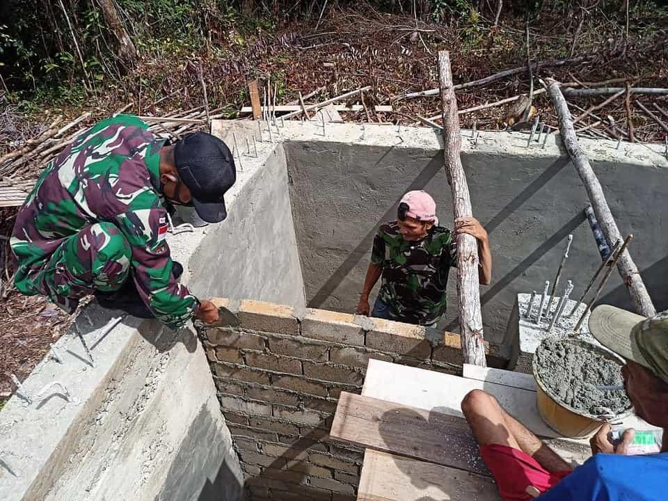 Atasi Kesulitan Warga Perbatasan Dapatkan Air Bersih, Satgas Yonif 144/JY Bangun Bak Penampungan Air