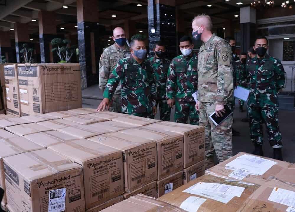 TNI AD Terima Bantuan APD Dari US Army