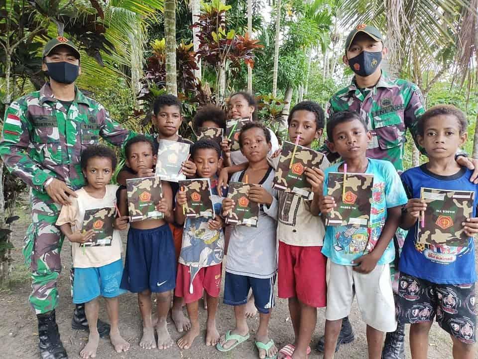 Tingkatkan Kesehatan Masyarakat, Satgas Yonif 131 Rutin Gelar Pengobatan Gratis di Papua