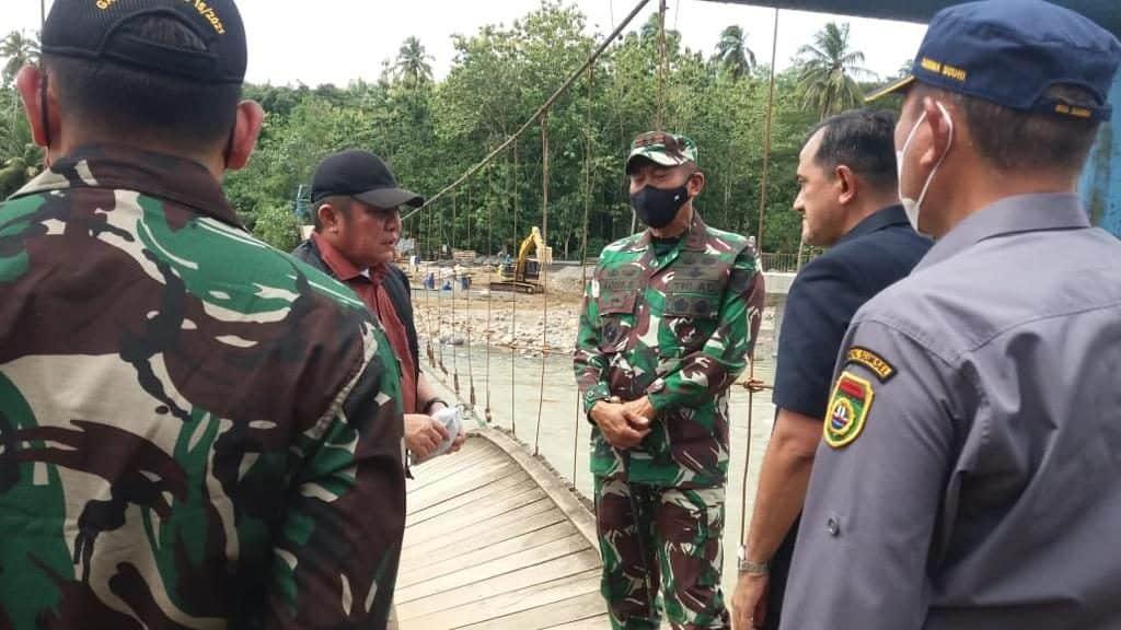 Pangdam II/Sriwijaya dan Gubernur Sumsel Tinjau Lokasi Banjir Bandang di Muara Jaya Kabupaten OKU