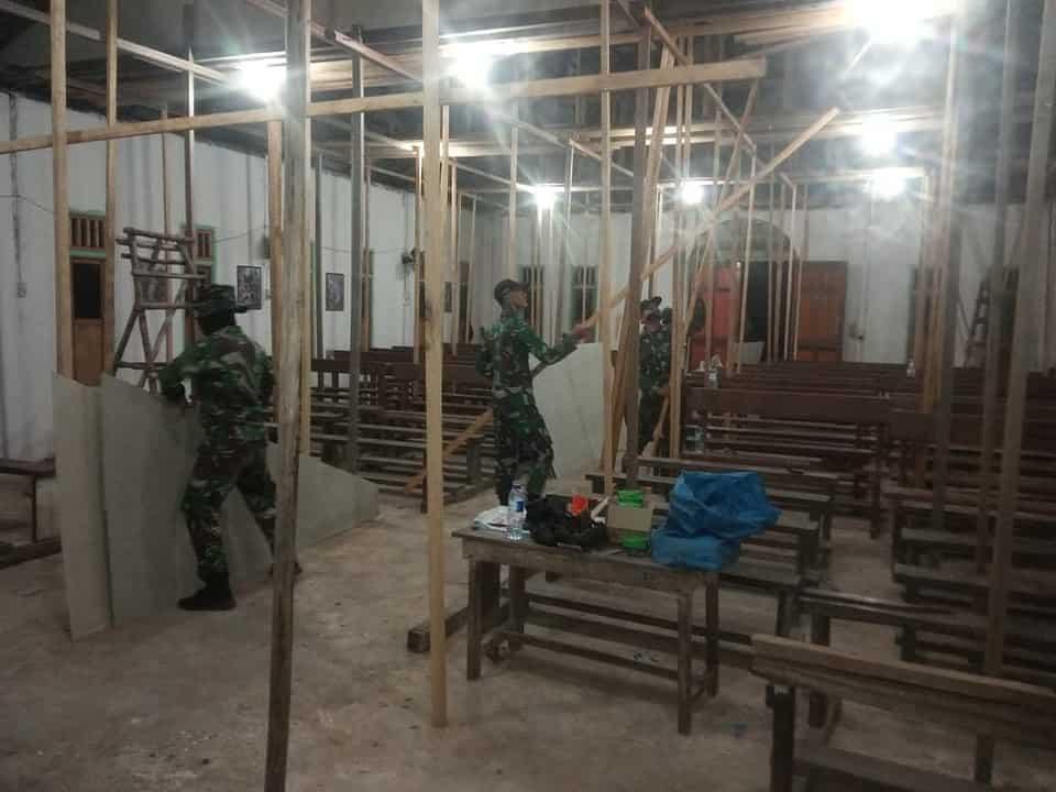 Junjung Toleransi Beragama, Satgas Yonif Mekanis 643/Wns Bantu Renovasi Gereja Di Perbatasan.