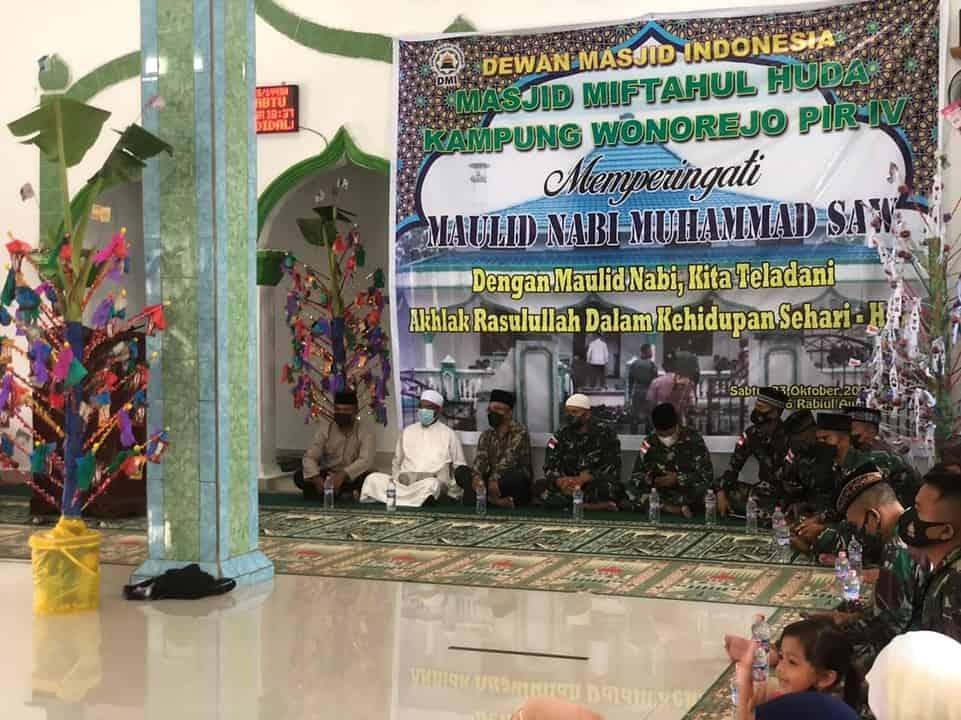 Satgas Yonif 512/QY Bersama Masyarakat Peringati Maulid Nabi Muhammad SAW di Ujung Timur Indonesia