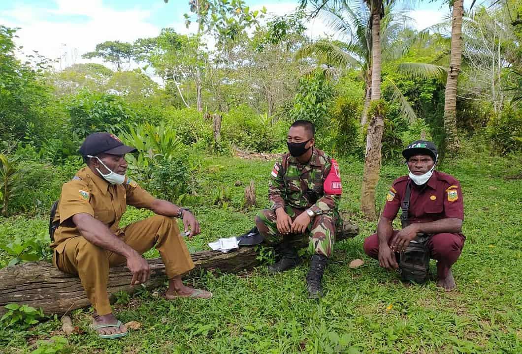 Jaga Stabilitas Keamanan, Satgas Yonif 512/QY Gelar Komsos Bersama Tokoh Masyarakat di Perbatasan Papua